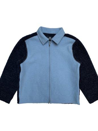 Casaca a la cintura Tumi en bloques grises y celestes, 70% alpaca 30% lana, maga 3/4 foto 1