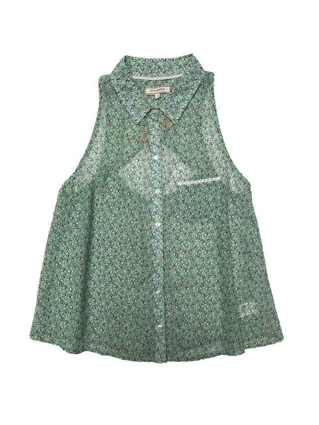 Blusa Scombro de gasa verde menta con mariposas crema, escote en la espalda foto 1