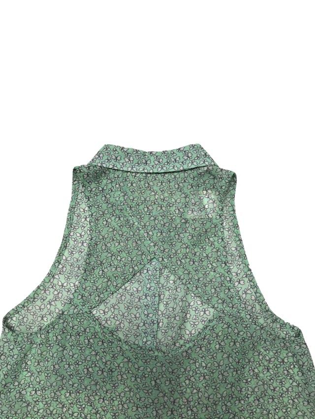 Blusa Scombro de gasa verde menta con mariposas crema, escote en la espalda foto 2