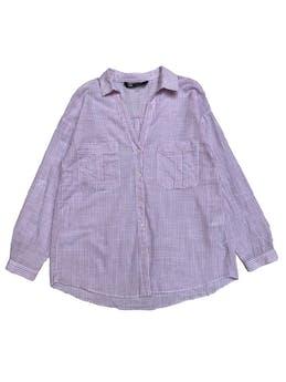 Blusa oversize Zara 100% algodón a rayas blancas y rosadas, botones y bolsillos delanteros, manga regulable con botón. Busto 100cm foto 1
