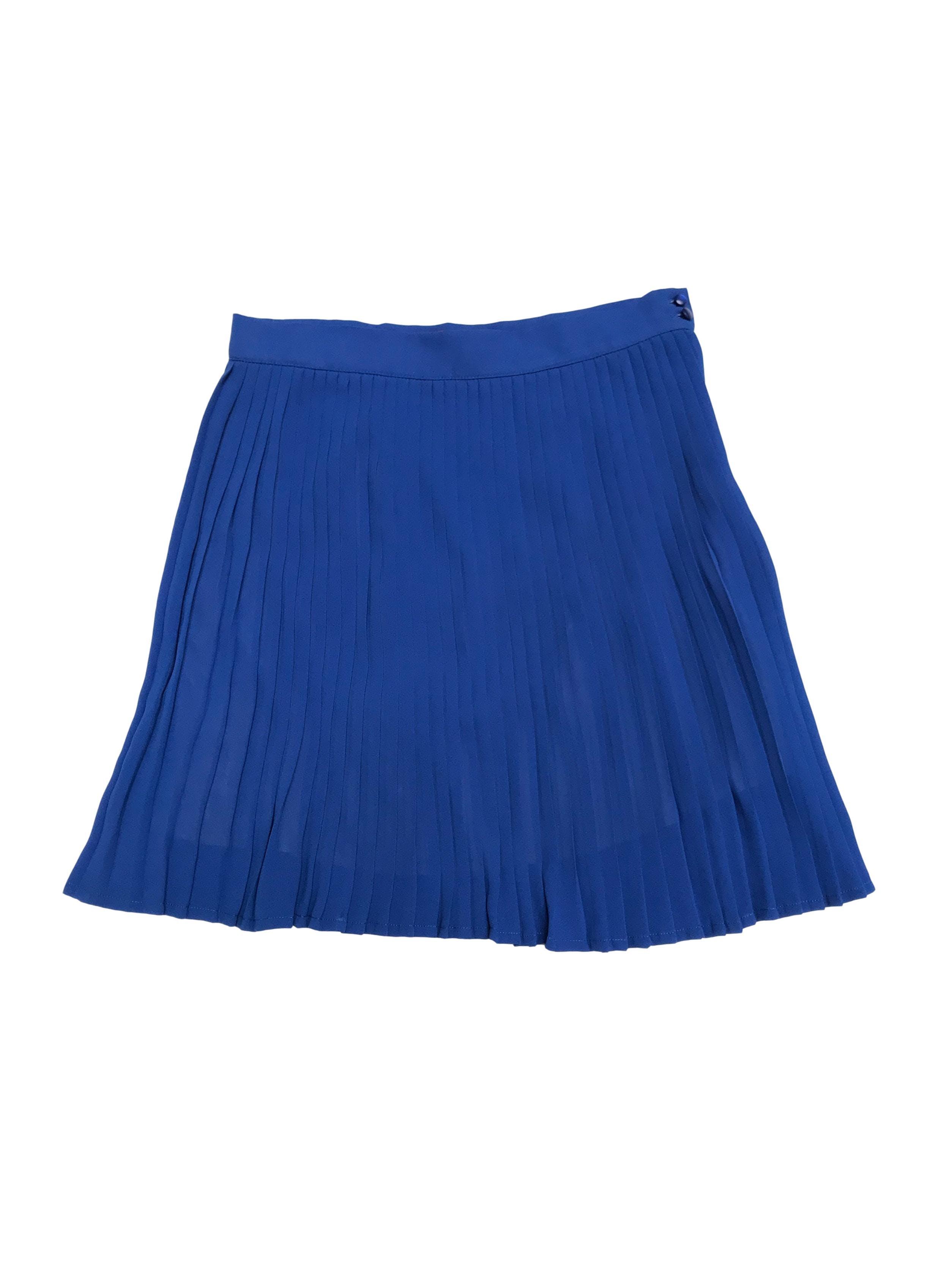 Falda CP de gasa azul plisada, forrada, con cierre y botón lateral. Cintura 70cm Largo 45cm. Precio original s/ 150