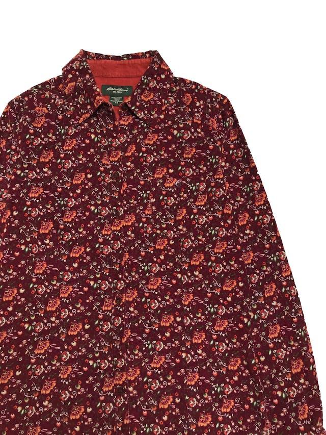Blusa de corduroy Eddie Bauer, 100% algodón, modelo camisero con bolsillos en el pecho. Precio original S/ 170 foto 2