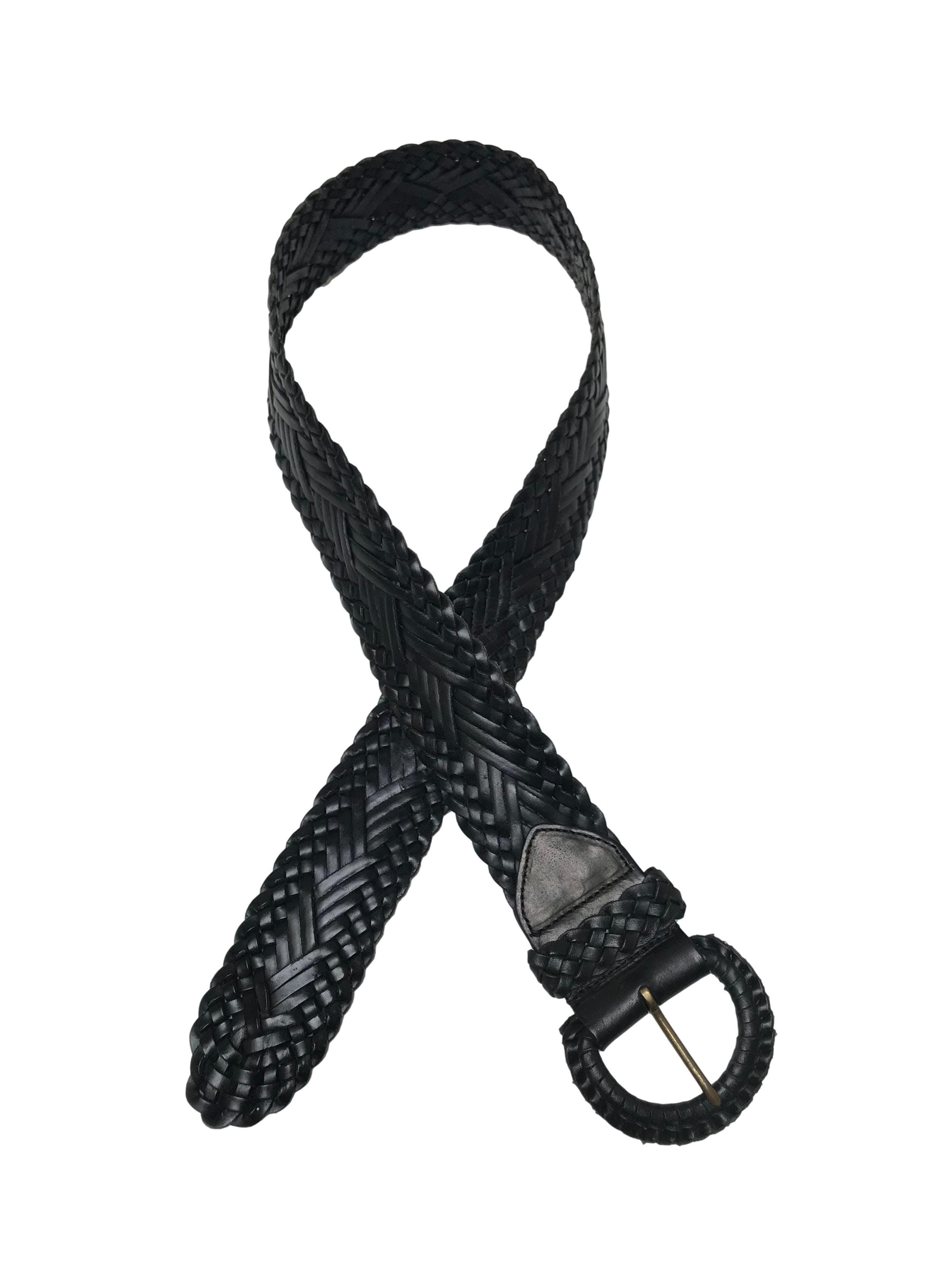 Correa gruesa de cuero negro trenzado. Largo 100cm Ancho 5cm. Estado 9/10