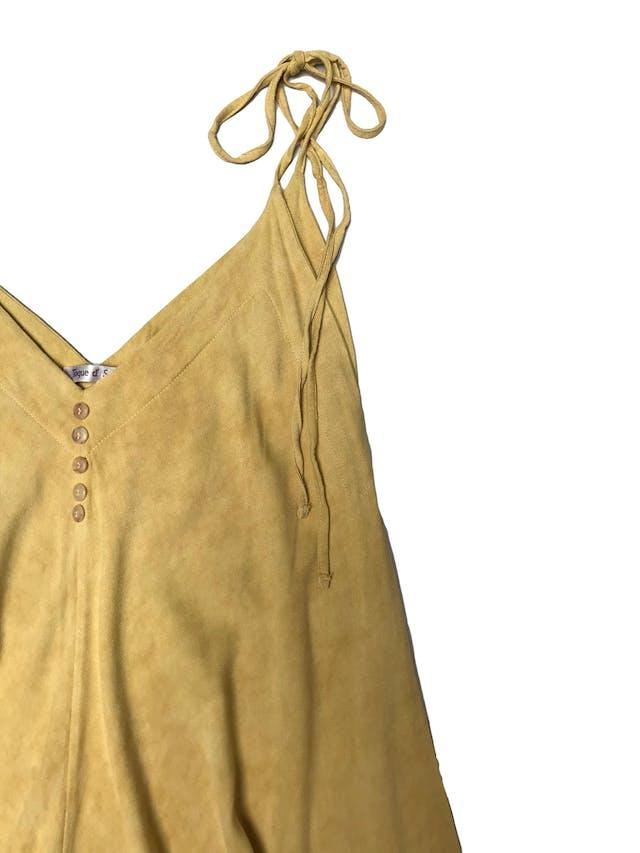 Enterizo baggy amarillo con tiritas en los hombros, botones en el pecho. Super relajado. Una sola talla, busto hasta 100cm foto 2