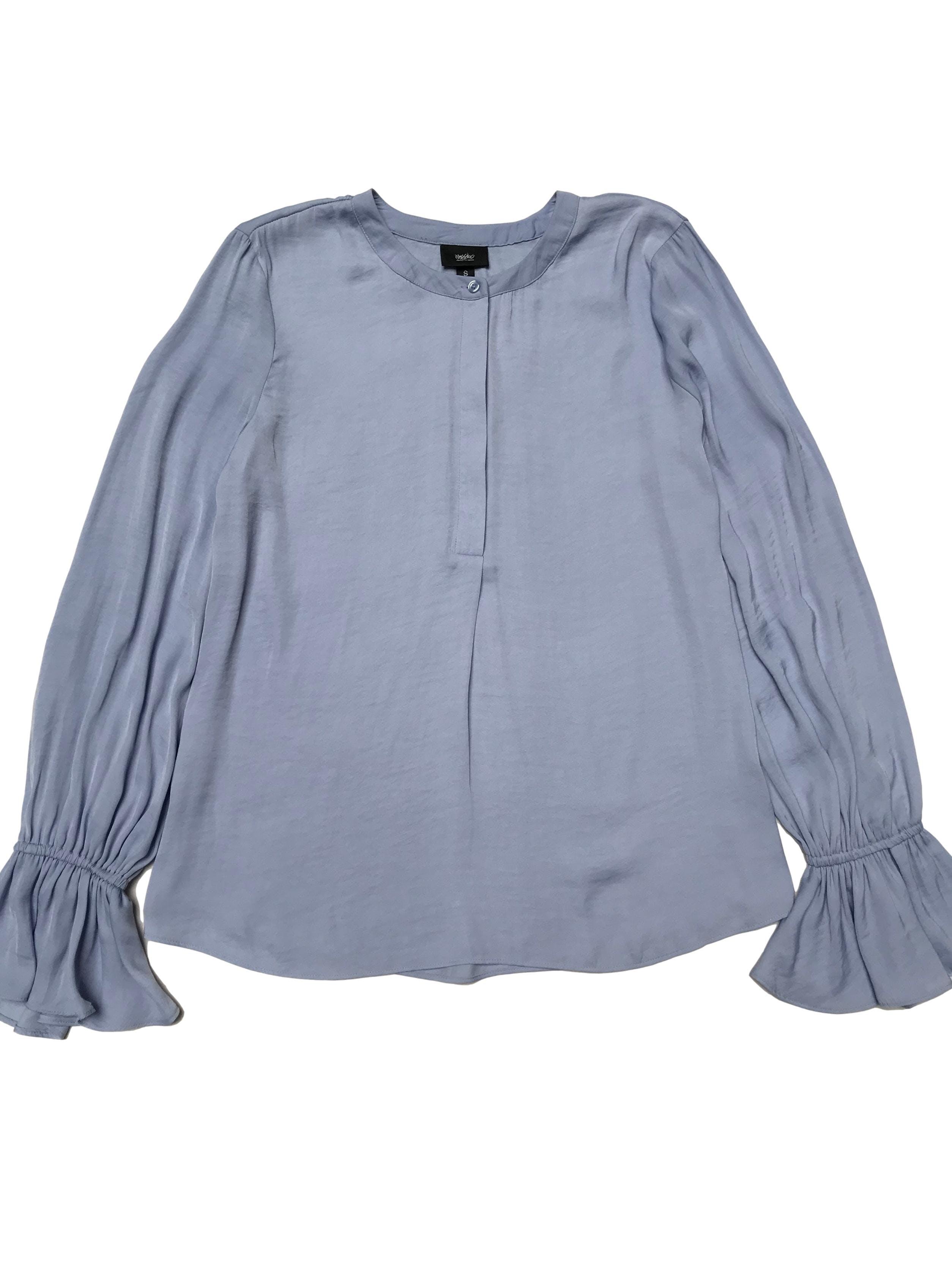 Blusa Mossimo azul cielo tipo seda con botones en el pecho y volantes el puños
