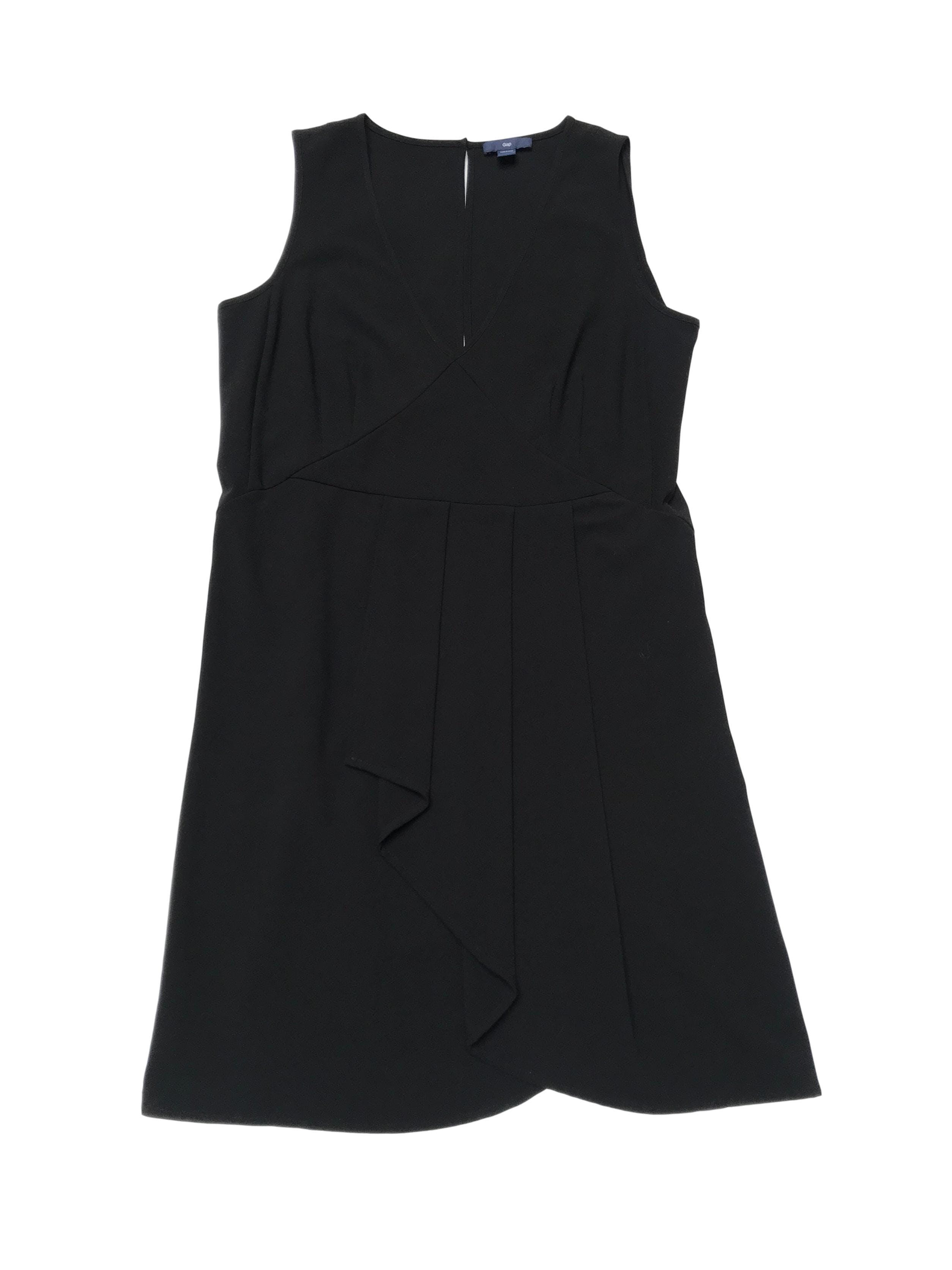 Vestido GAP negro con escote V delantero y gota en la espalda, pliegues en la falda. Busto 98cm Largo 92cm