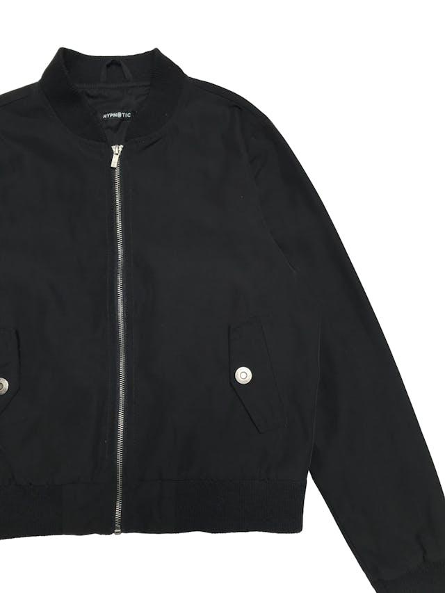 Bomber jacker negra con cuello, puños y basta de rib, forrada foto 2