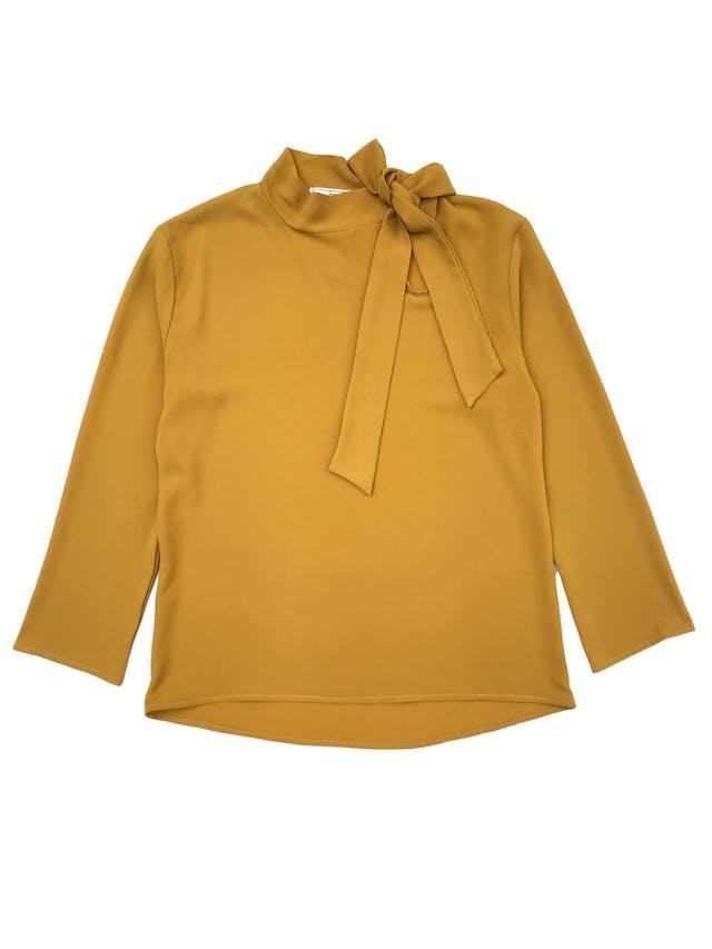 Blusa de crepé mostaza con lazo lateral en el cuello. Busto 96cm Largo 60cm  foto 1