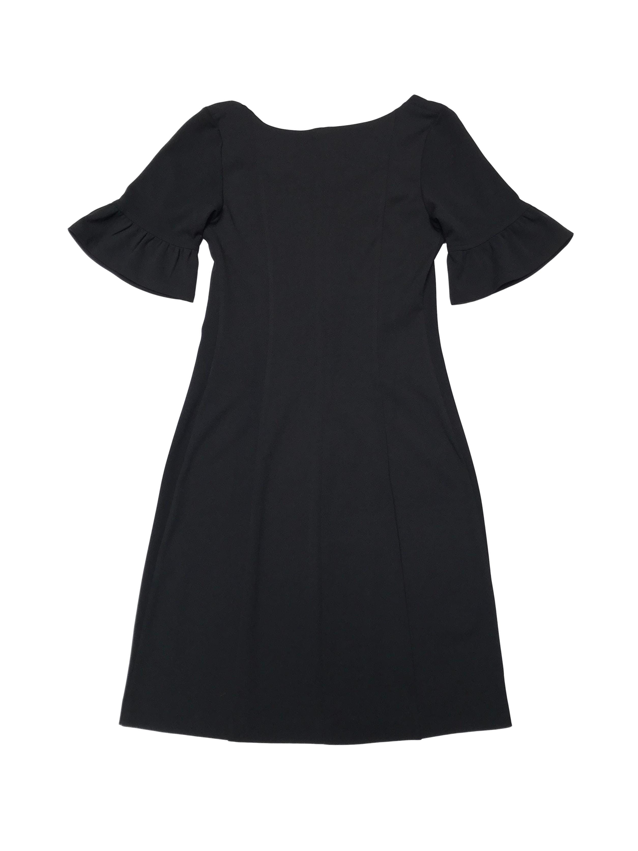 Vestido Moda&Cia negro ligeramente stretch, manga corta con bobitos. Busto 84cm (sin estirar) Cintura 68cm (sin estirar) Largo 88cm. Precio original S/ 280