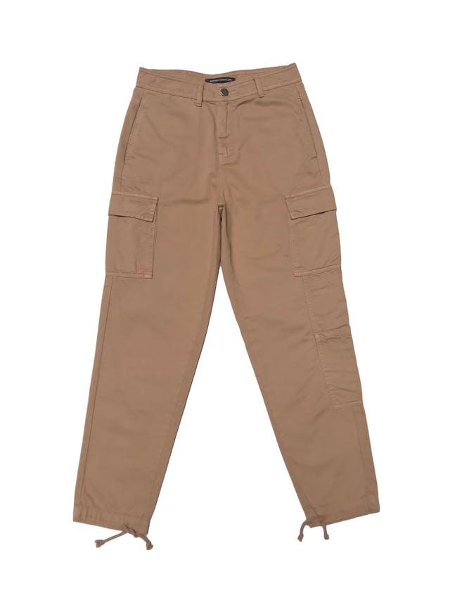 Pantalón cargo Mentha&chocolate a la cintura, 100% algodón beige, se amarra en la basta. Cintura 72cm. Precio original S/ 200 foto 1