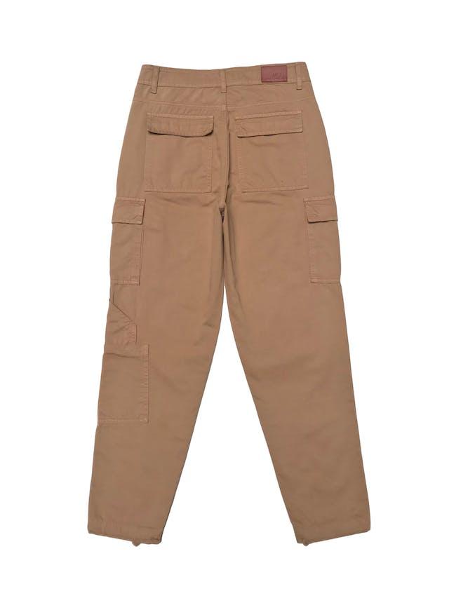 Pantalón cargo Mentha&chocolate a la cintura, 100% algodón beige, se amarra en la basta. Cintura 72cm. Precio original S/ 200 foto 2