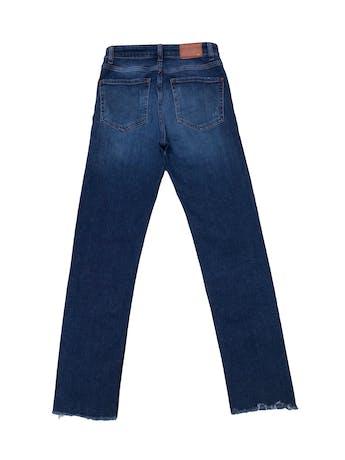 Jean Zara a la cintura, 95% algodón ligeramente stretch, focalizado con ligeros rasgados, basta desflecada. Cintura 64cm (sin estirar) foto 2