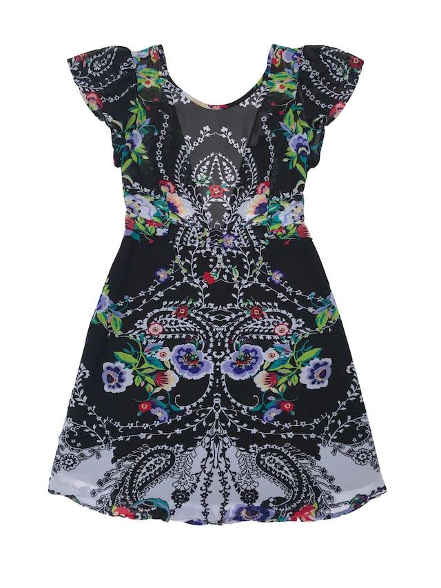 Vestido Forever21 de gasa negra con estampado de flores, escote en la espalda y cierre, cinto para amarra y falda forrada foto 1