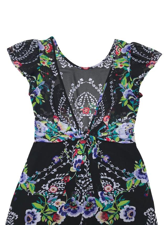 Vestido Forever21 de gasa negra con estampado de flores, escote en la espalda y cierre, cinto para amarra y falda forrada foto 2