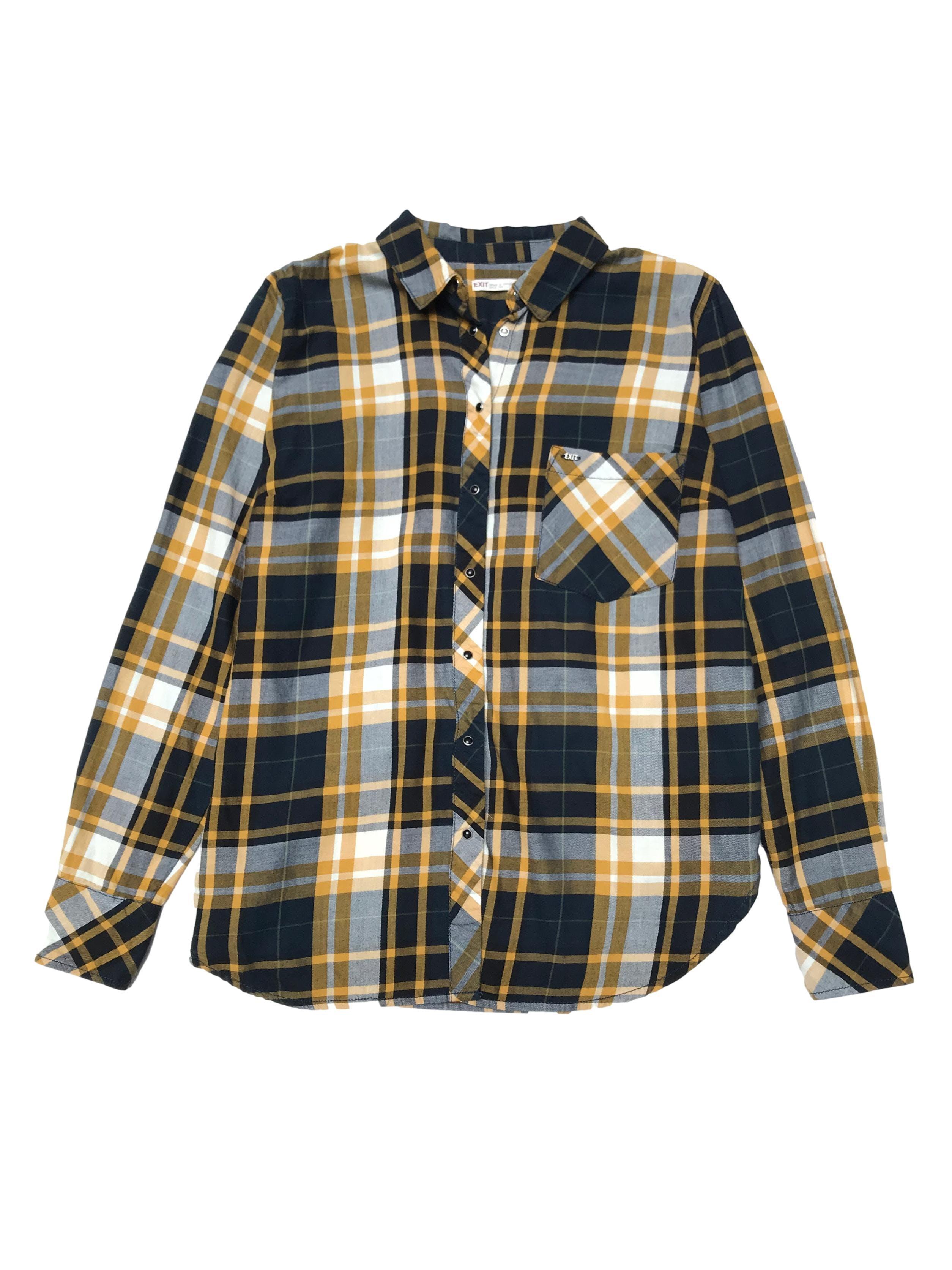 Blusa Exit 100% algodón a cuadros azules, blancos y amarillos, cierra con broches. Precio original S/ 130