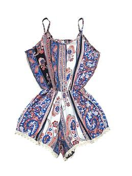 Enterizo short print étnico con greca crema, elástico en la cintura y bolsillos en el short.  foto 1