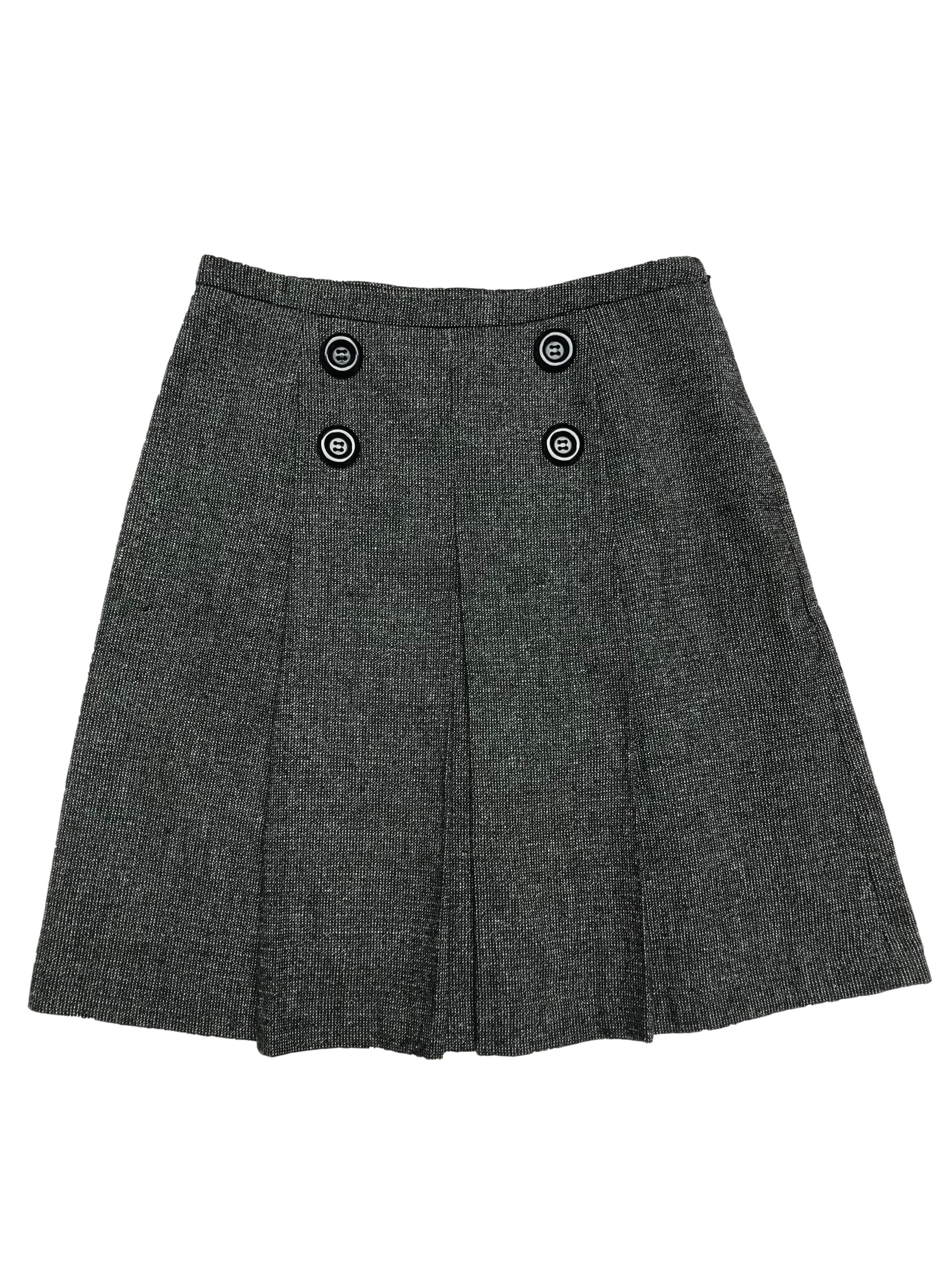 Falda de lanilla con pliegues y doble fila de botones, corte en A, forrada y con cierre lateral. Cintura 74cm Largo 53cm