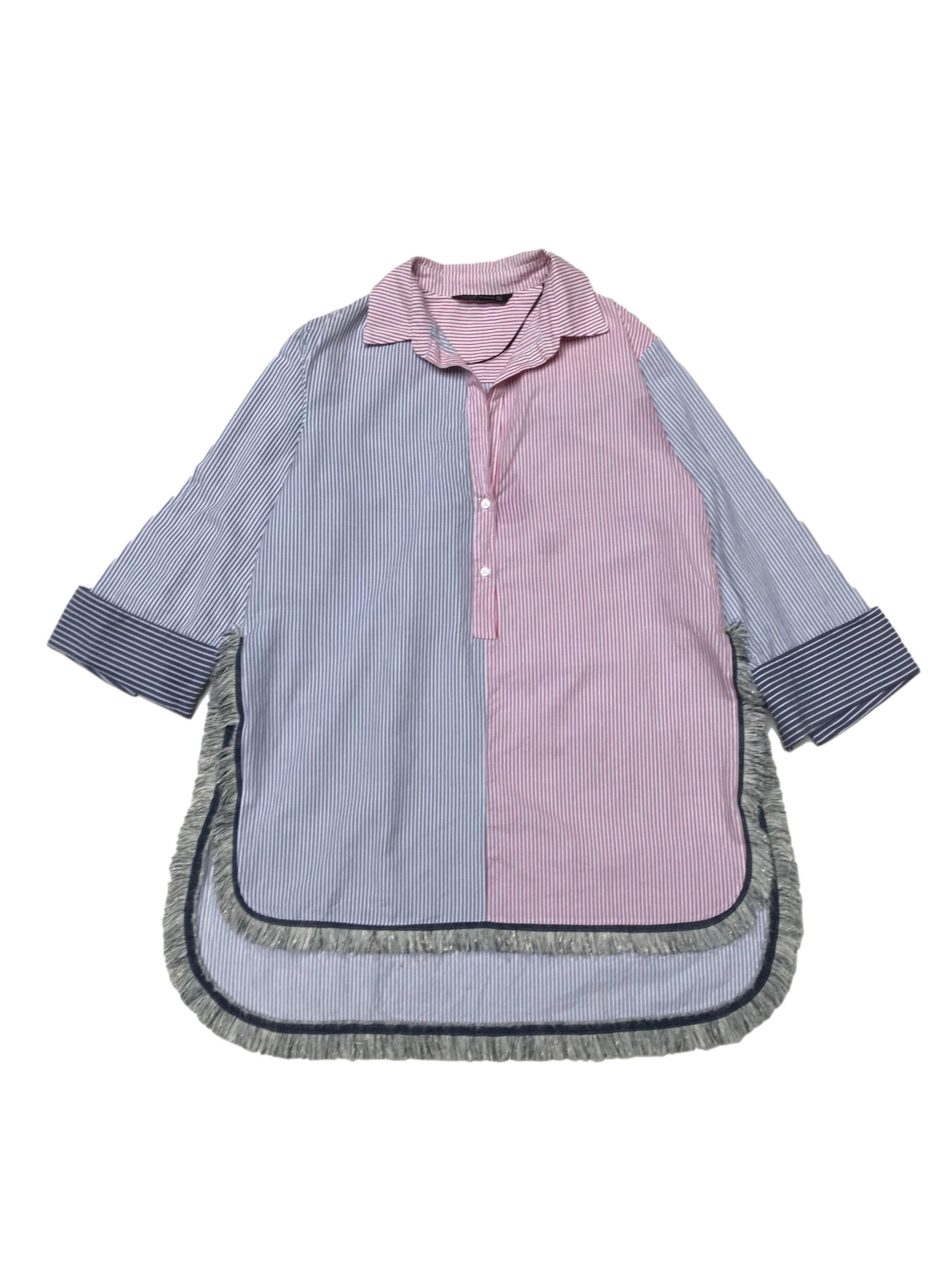 Blusa Zara oversize con mangas remangadas, 80% algodón 20% lino blanco con líneas rojas y azules, aberturas laterales y flecos. Largo 75 - 90cm. Precio original S/ 170