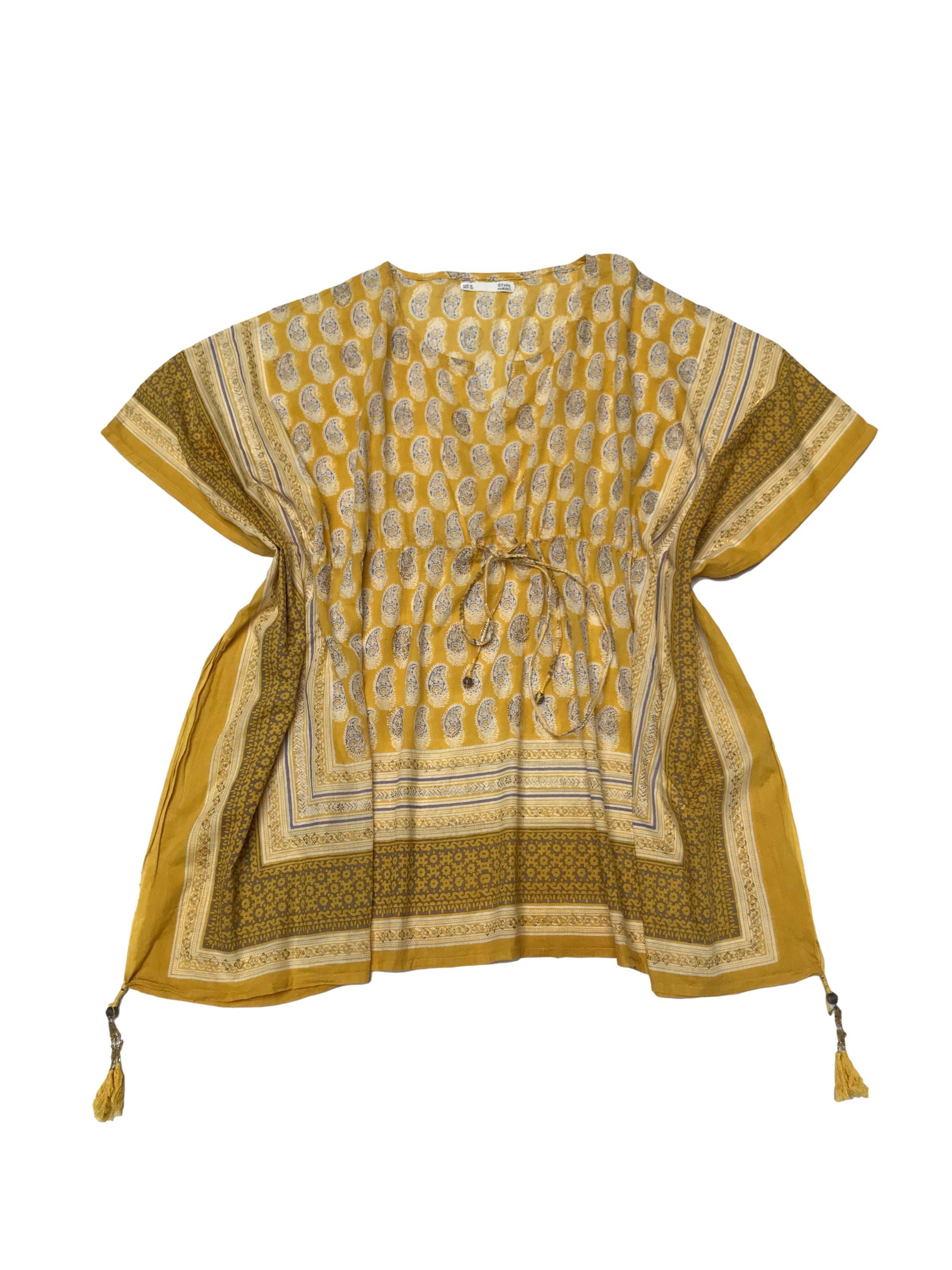 Salida de baño Sfera 100% algodón amarillo, corte murciélago con cintura regulable.
