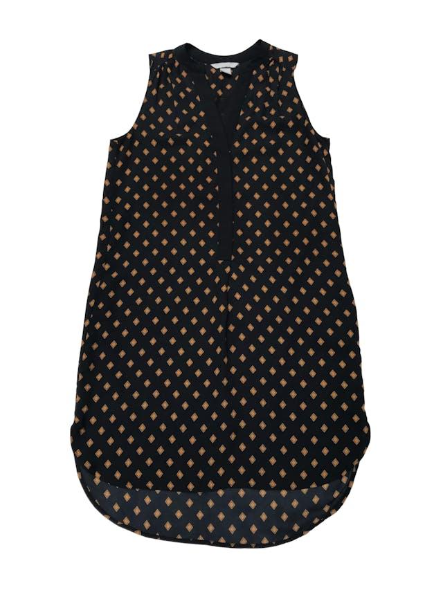 Vestido H&M de gasa negra con rombos mostaza, escote en V con botones, lleva forro. Largo 93cm foto 1