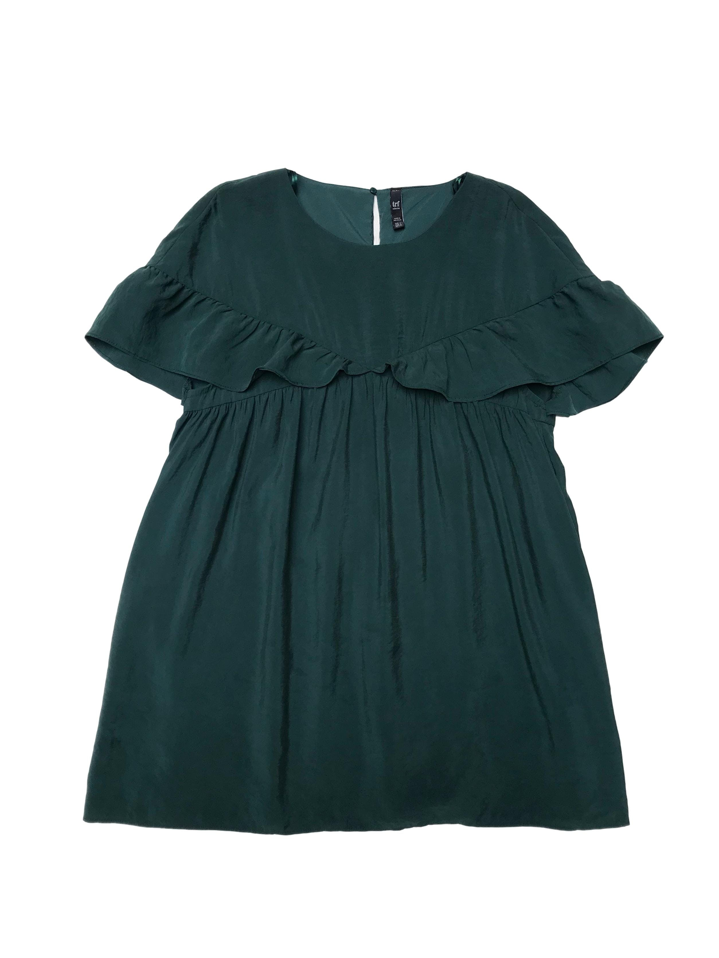 Vestido Zara verde de modal efecto lavado con volantes, cierre y botón posterior, lleva forro tipo enterizo short. Busto 100cm Largo 82cm