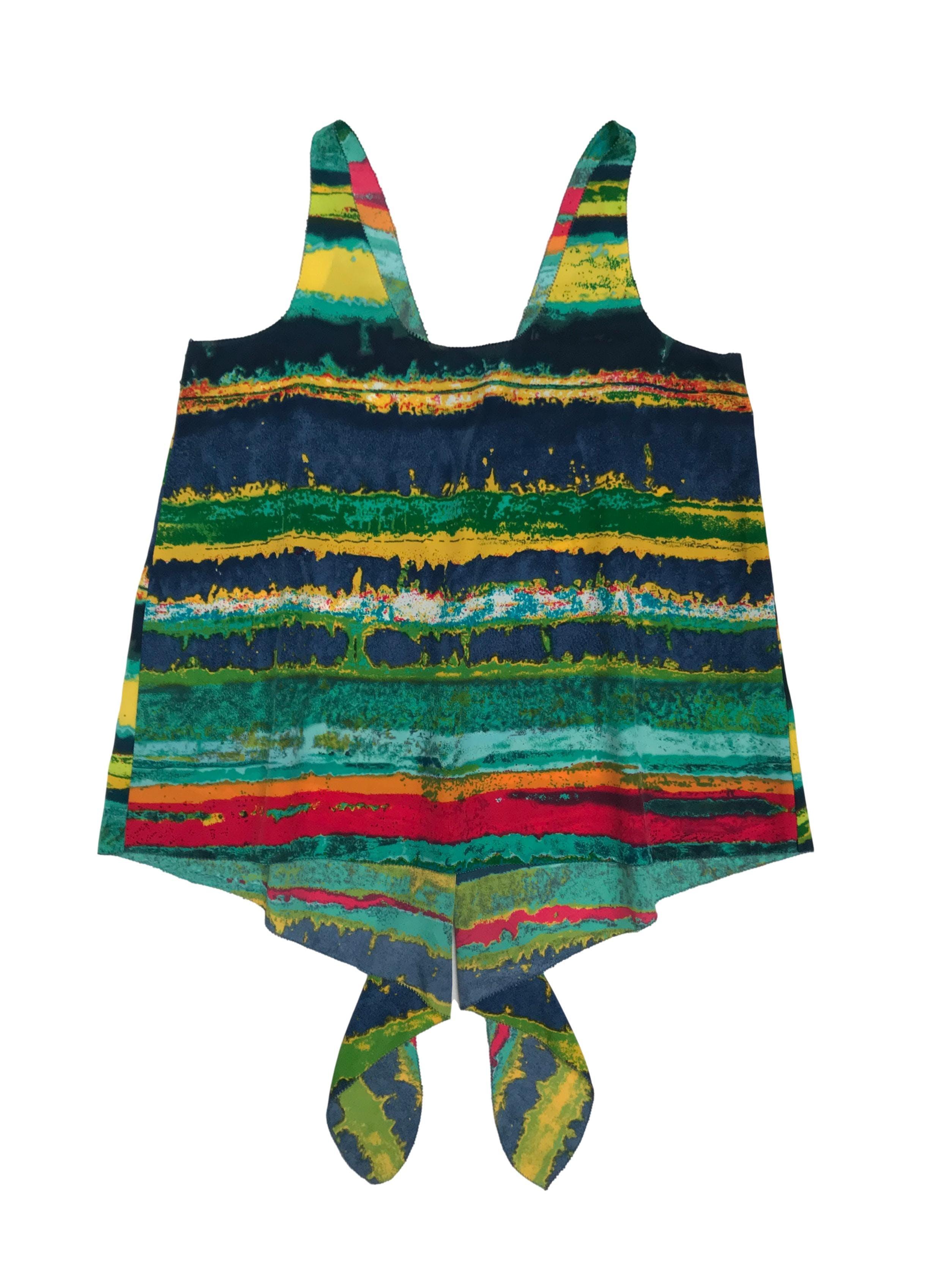 Blusa de tela plana multicolor con basta asimétrica larga atrás