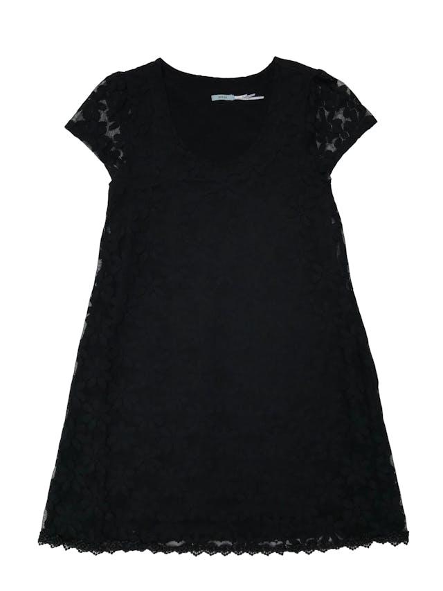 Vestido Kimchi Blue de encaje negro con diseño de flores, forrado y falda en A con vuelo. Largo 86cm foto 1