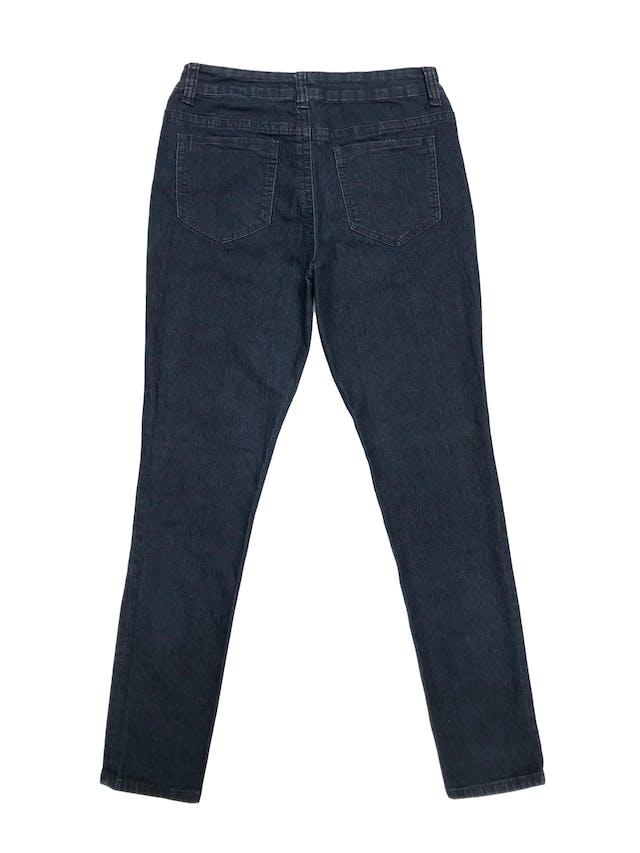Jean DKNY corte slim, mid rise, con bolsillos laterales y traseros. Pretina 80cm foto 2