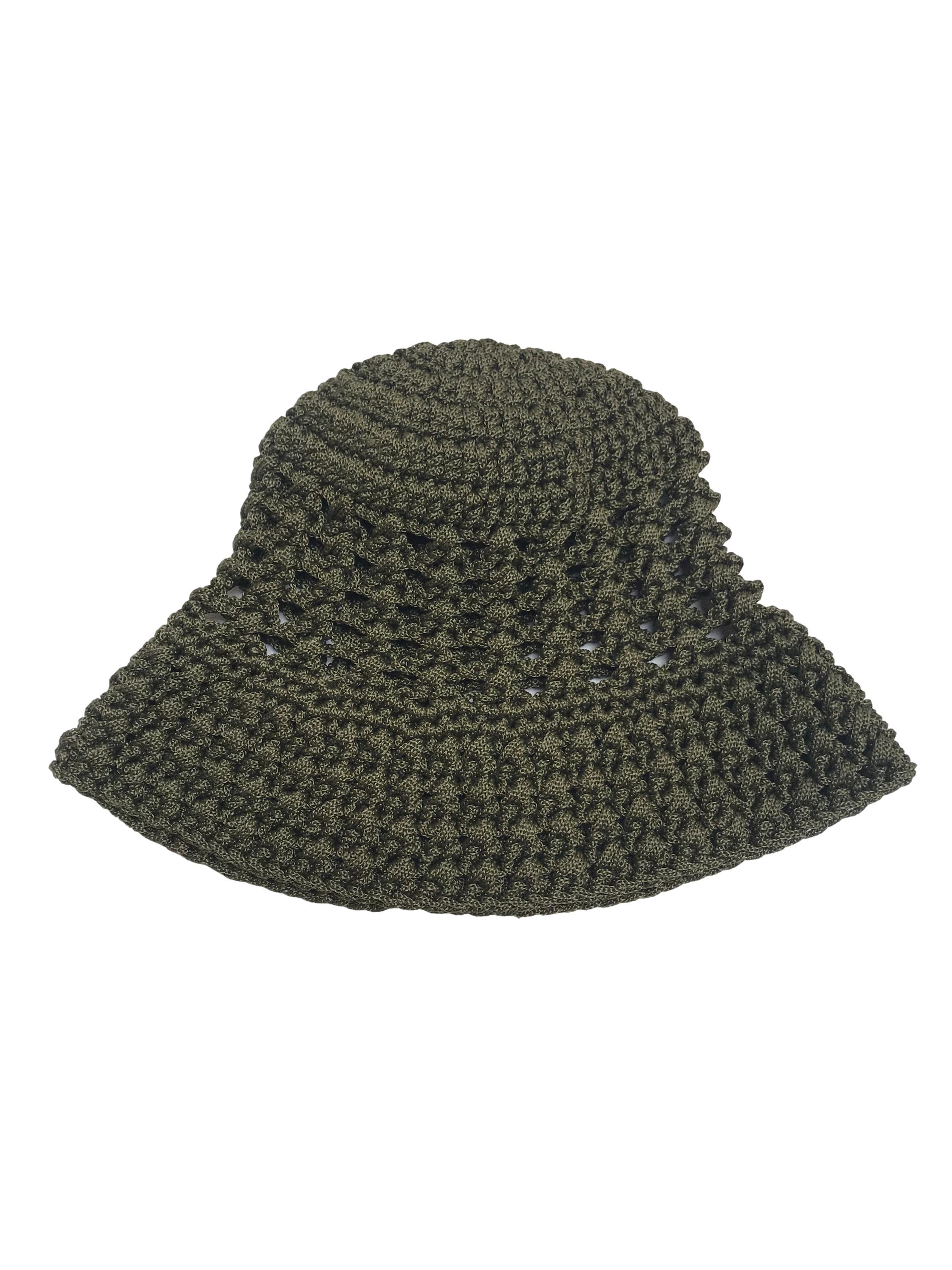 Gorro estilo bucket hat verde tejido a crochet