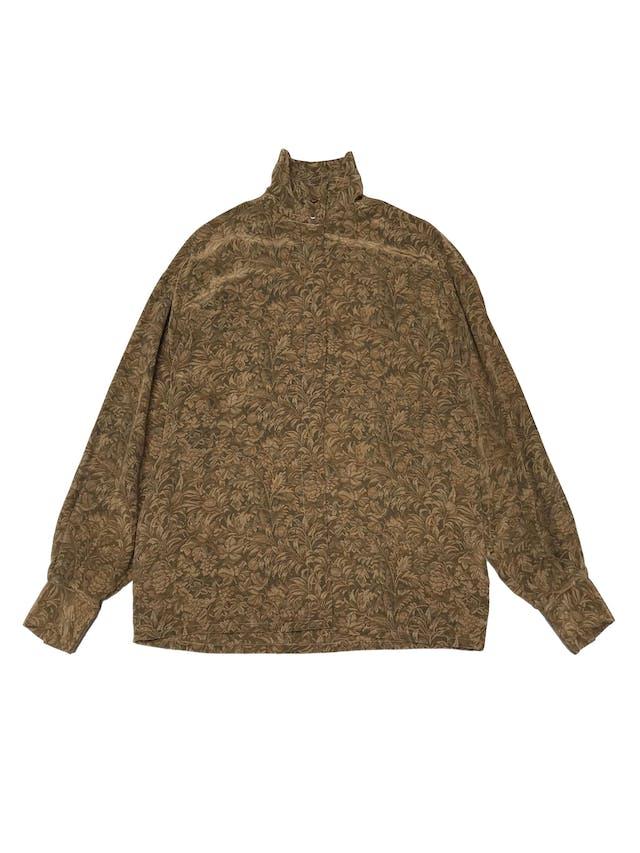 Blusa vintage 100% seda verde y dorado, fila de botones para usar con cuello alto o camisero, tela con linda caída y rica al tacto.  foto 1