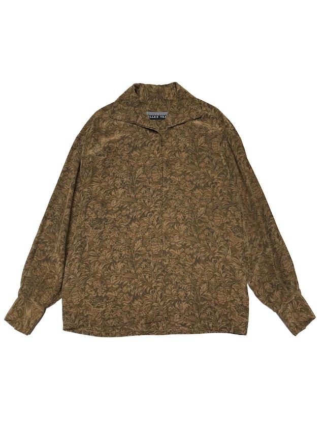 Blusa vintage 100% seda verde y dorado, fila de botones para usar con cuello alto o camisero, tela con linda caída y rica al tacto.  foto 2