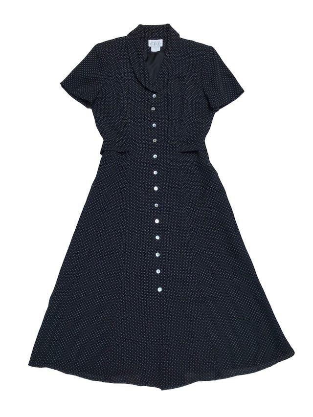 Vestido vintage midi, de gasa negra con puntitos blancos, forrado, con botones nacarados a lo largo y falda en A. Hermoso. Busto 100cm Cintura 80cm Largo 115cm foto 1
