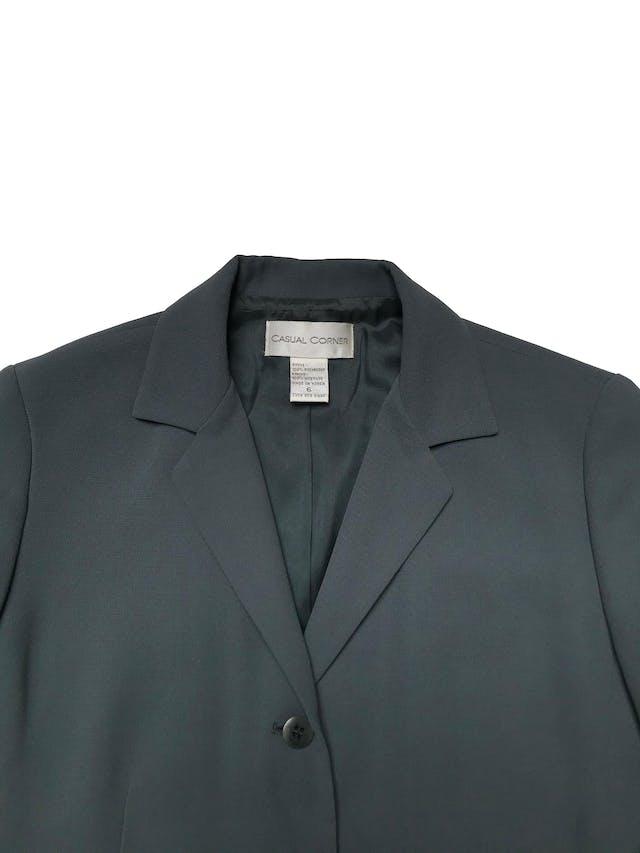 Blazer vintage a la cadera forrado, con solapas y botones. Busto 100cm largo 72cm. Tiene pantalón conjunto foto 2