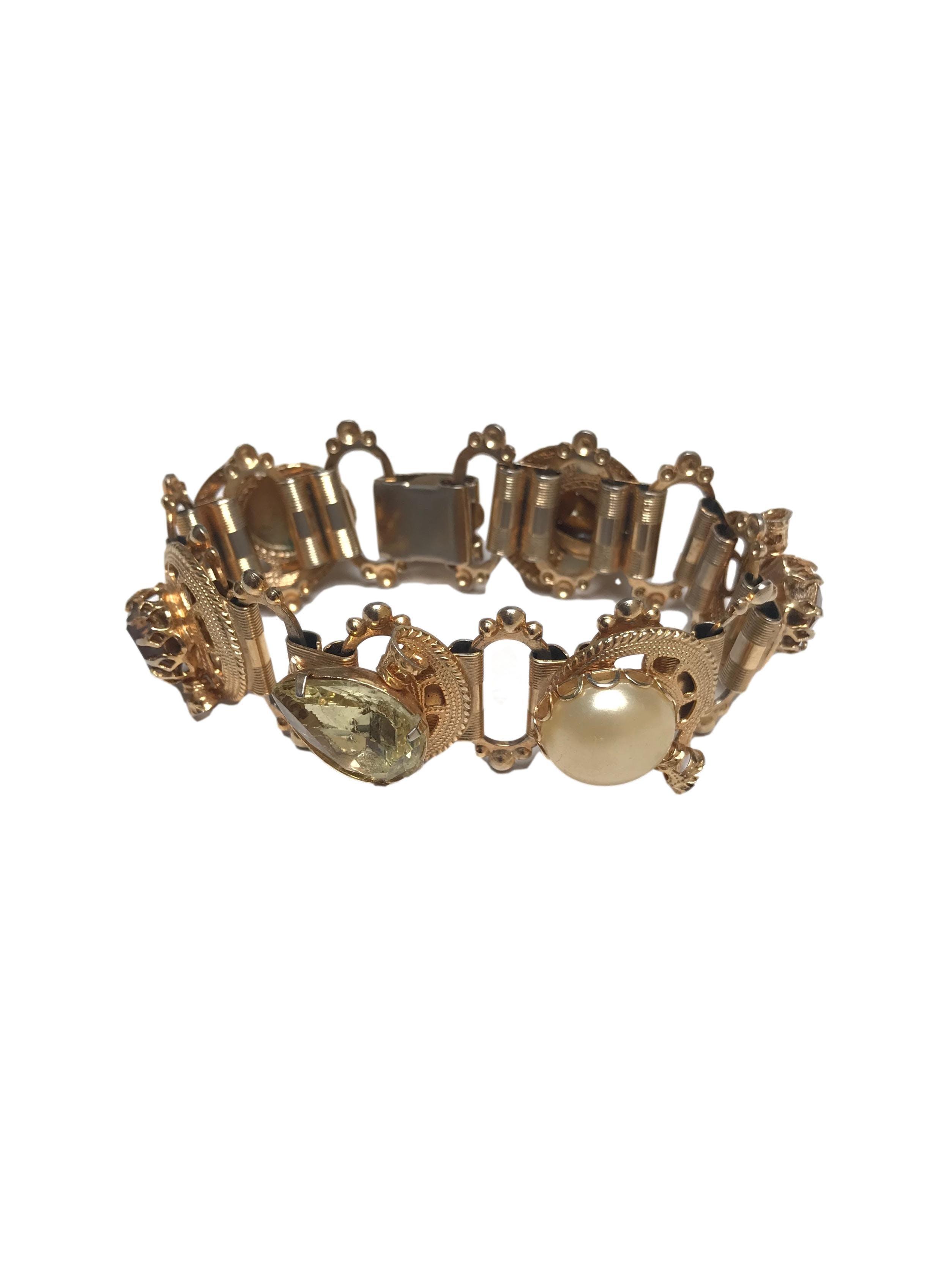 Pulsera vintage dorada con aplicaciones de piedras y perlas, ancho 2.5cm