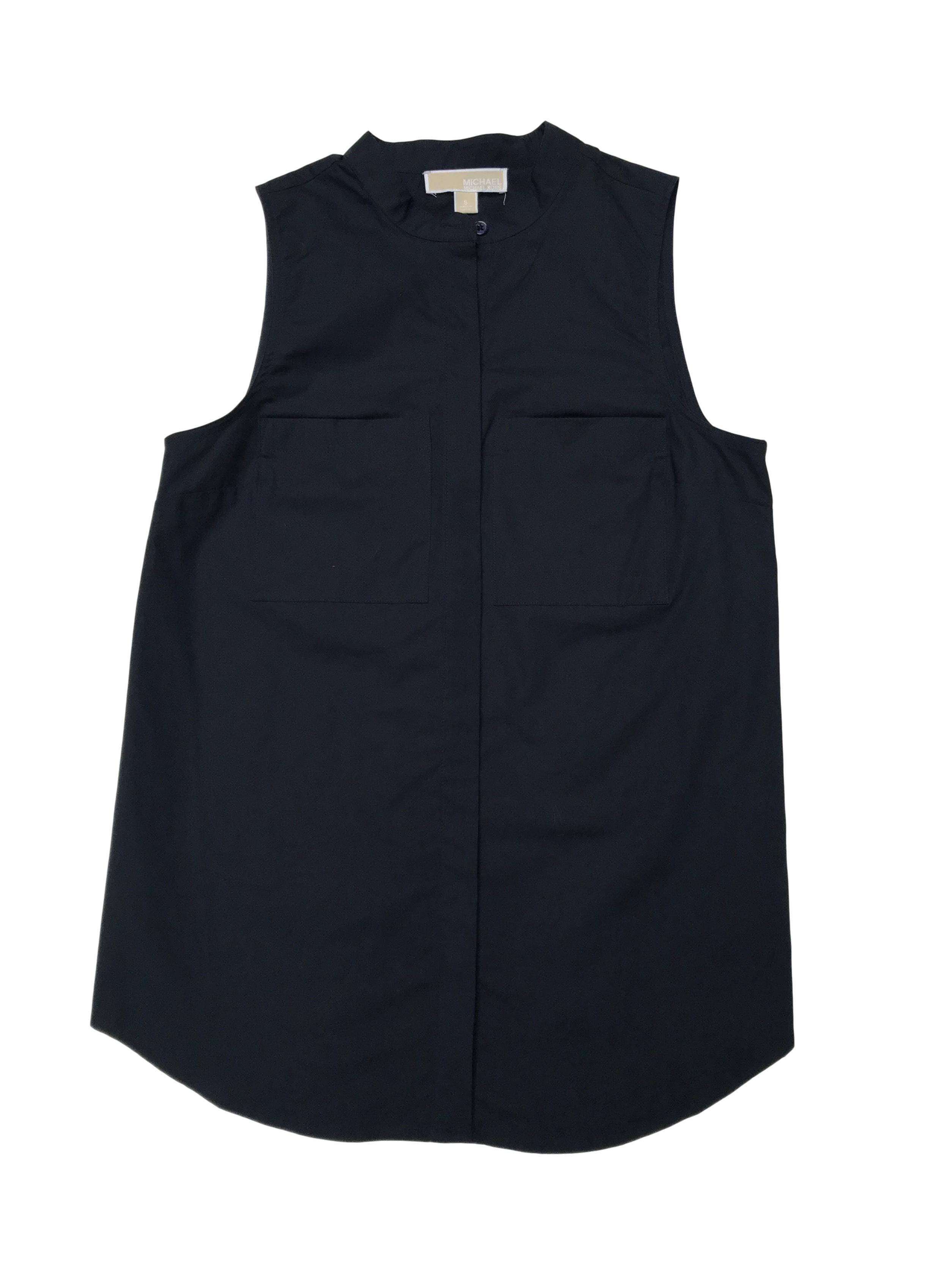 Blusa Michael Kors de algodón tipo camisa, cuello nerú con botones y bolsillos delanteros. Busto 94cm Largo 68cm. Precio original S/ 350