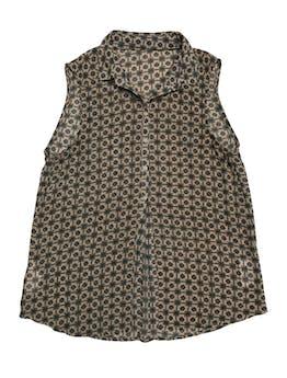 Blusa de gasa beige con print barroco, botones hasta la cintura foto 1