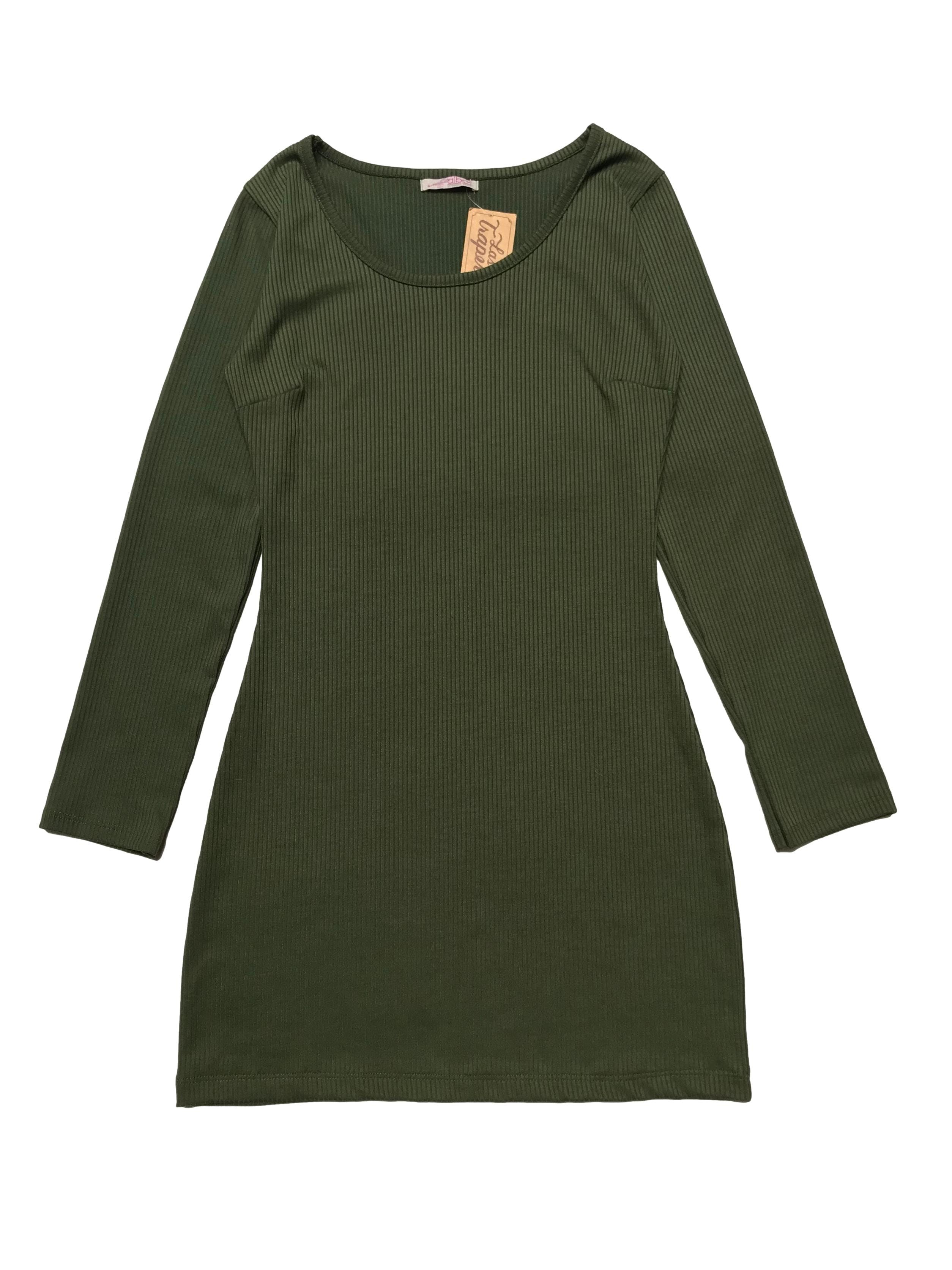 Vestido verde manga larga de tela con textura en líneas. Largo 76cm