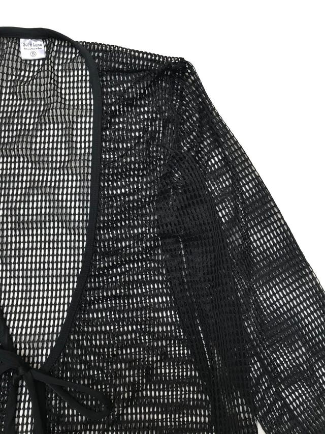 Salida de baño negra calada, maga 3/4 y se amarra a la cintura. Largo 78cm foto 2
