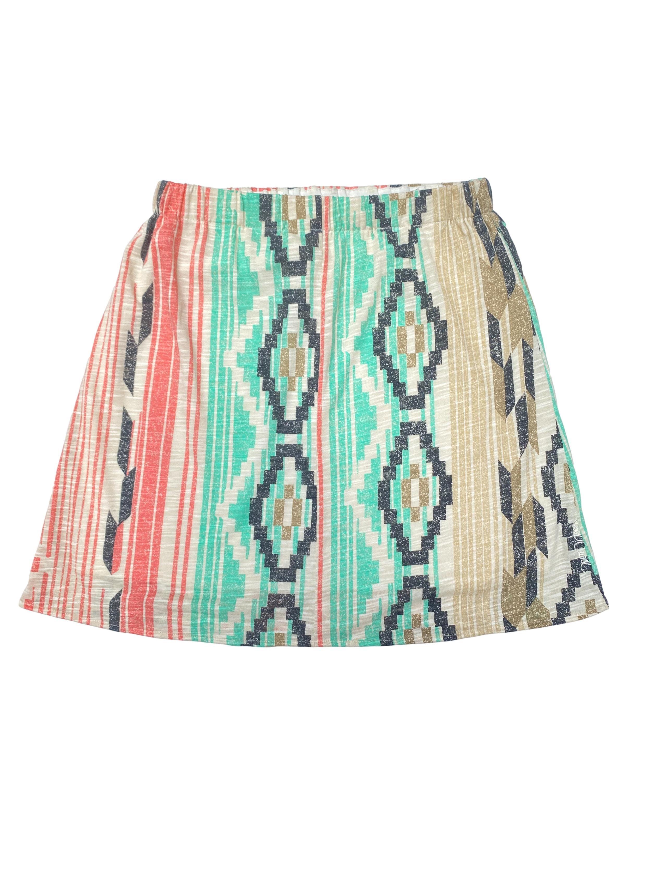 Falda Rip Curl tipo algodón con print tribal, lleva elástico en la cintura y forro. Largo 44cm