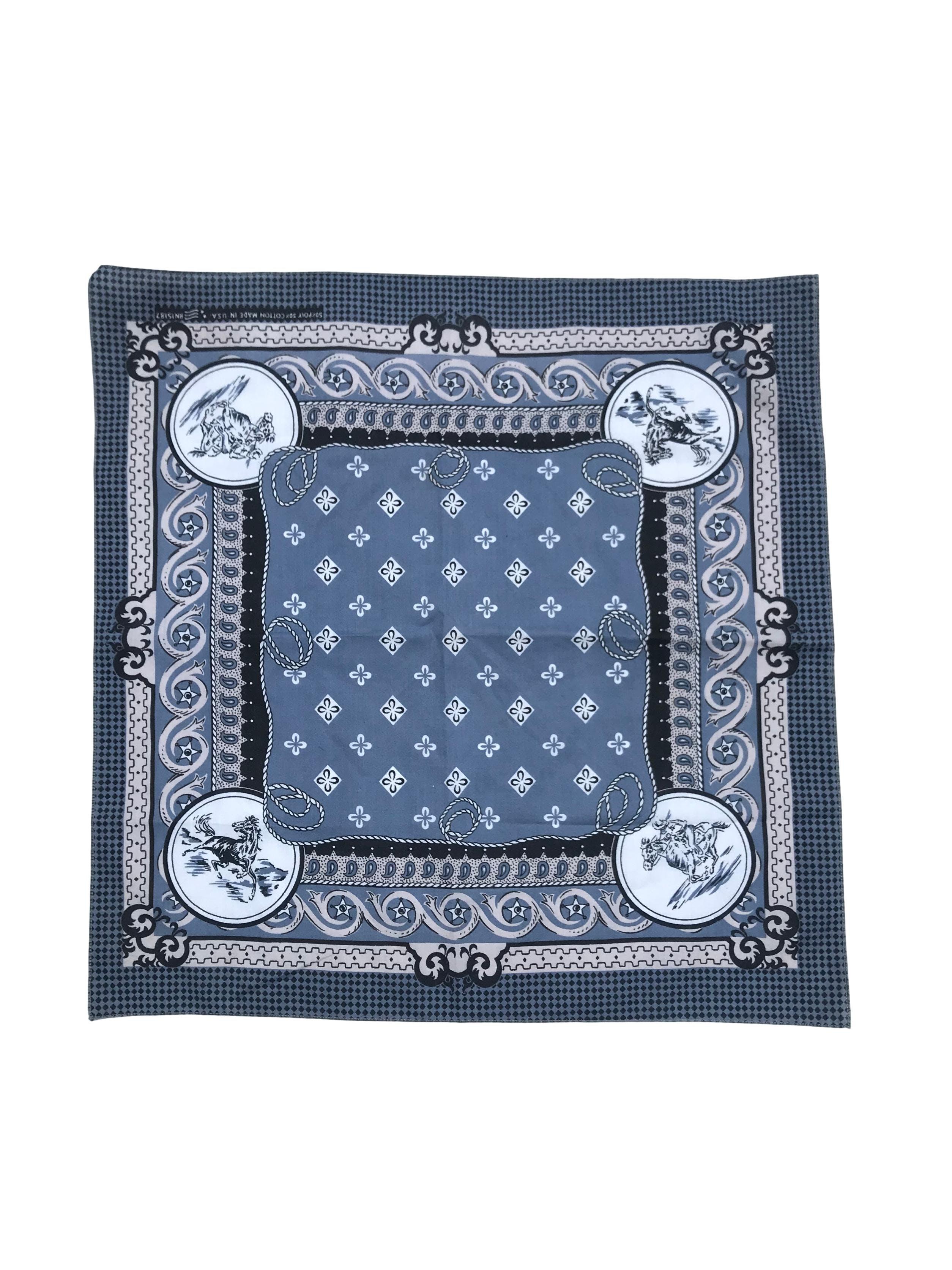 Bandana en tono azul acero, plomo y negro. Medidas 55x55cm