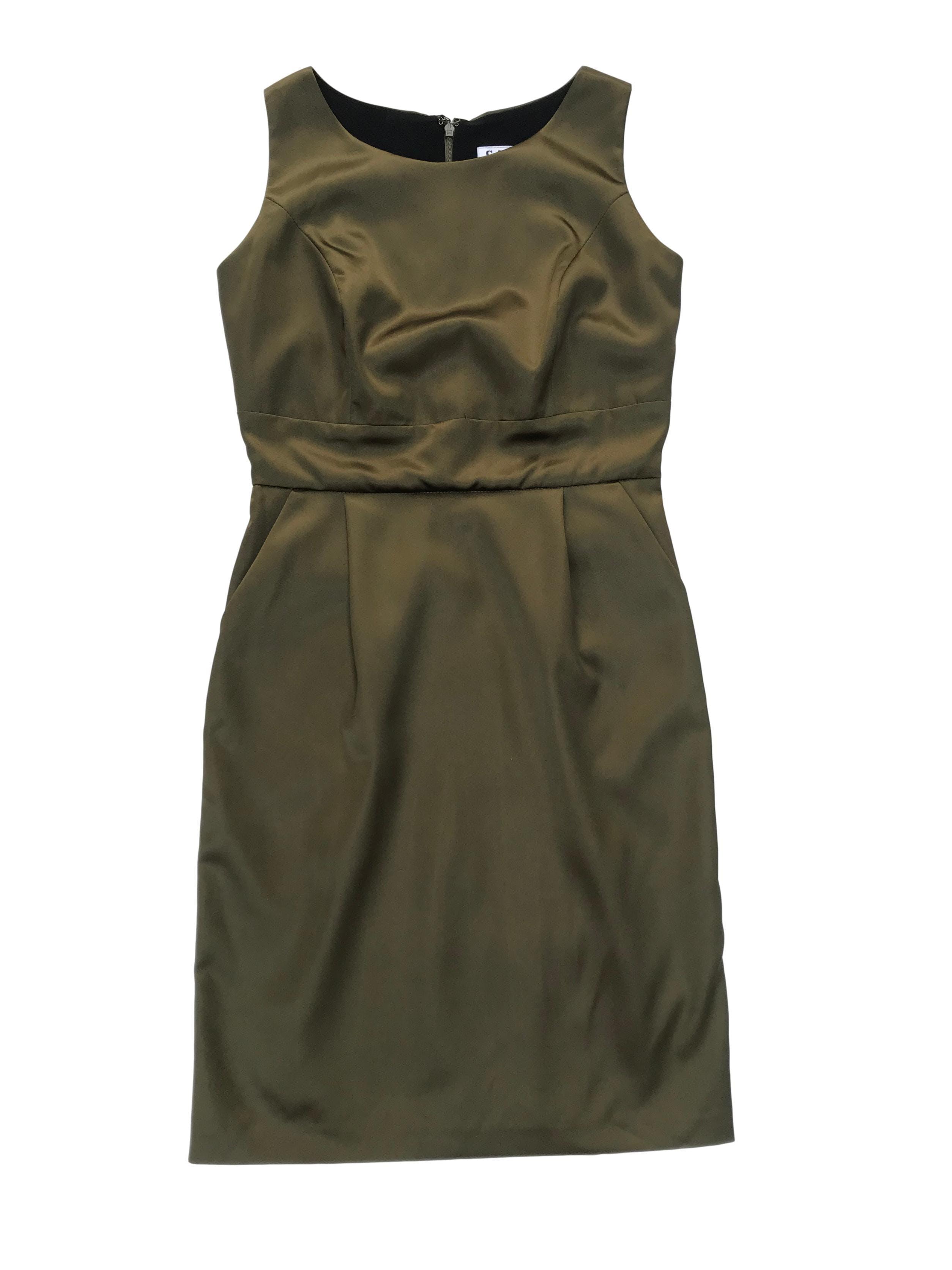 Vestido CATS verde olivo satinado, con cierre en la espalda, corte a la cintura y bolsillos laterales. Busto 90cm Cintura 68cm Largo 88cm