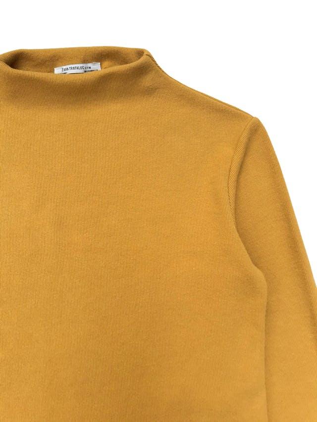 Chompita Zara acanalada amarilla cuello alto. Busto 98cm Largo 50cm foto 2