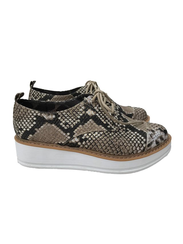 Zapatos con textura pitón y plataforma 4cm. Estado 9/10 foto 1