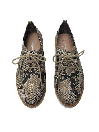 Zapatos con textura pitón y plataforma 4cm. Estado 9/10 foto 2