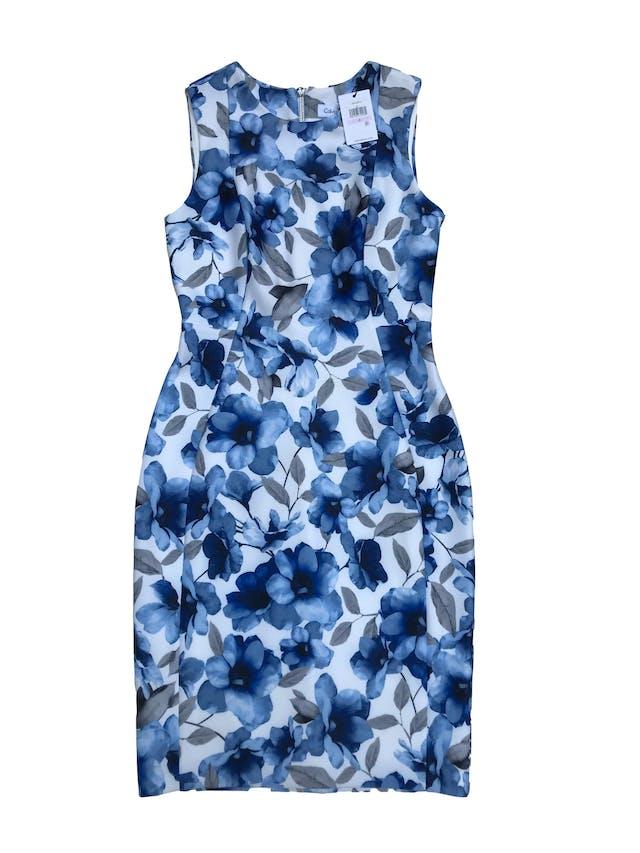 Vestido Calvin Klein blanco con flores azules, tela tipo neopreno stretch, forrado, con cierre en la espalda. Nuevo con etiqueta. Precio original 350 soles. Largo 100cm foto 1