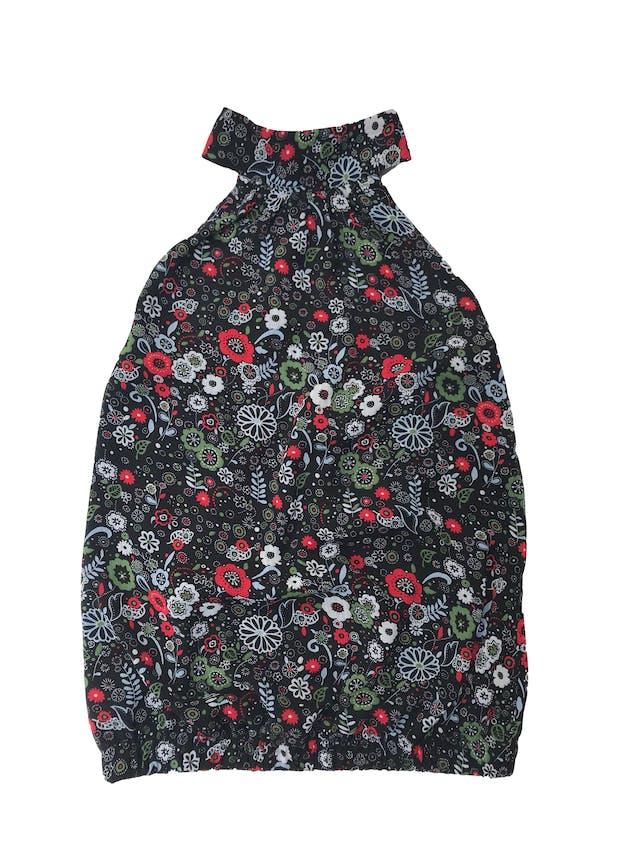 Blusa ETC cuello halter con lazo posterior, de gasa negra con print floreado, forrada y elástico en espalda y toda la basta foto 1