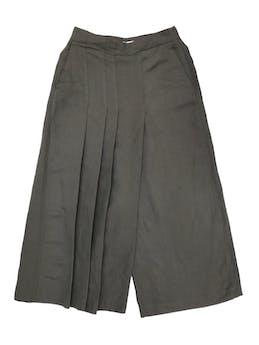 Culotte Zara de lino y viscosa, pliegues en la pierna derecha, cierre lateral, bolsillos laterales. Cintura 66cm Largo 85cm. Nuevo sin etiqueta foto 1