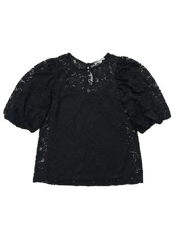 Blusa Green Envelope de encaje negro, con botón posterior en el cuello, manga abullonadas y forro de tiritas. Nuevo sin etiqueta, precio original 170 foto 1