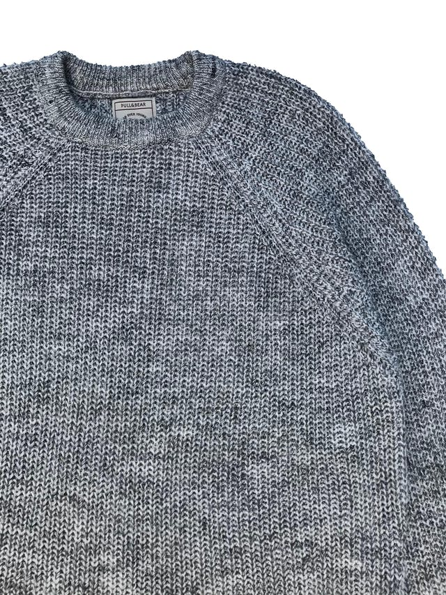 Chompa Pull&Bear gris jaspeada, oversize. Ancho 120cm Largo 65cm foto 2