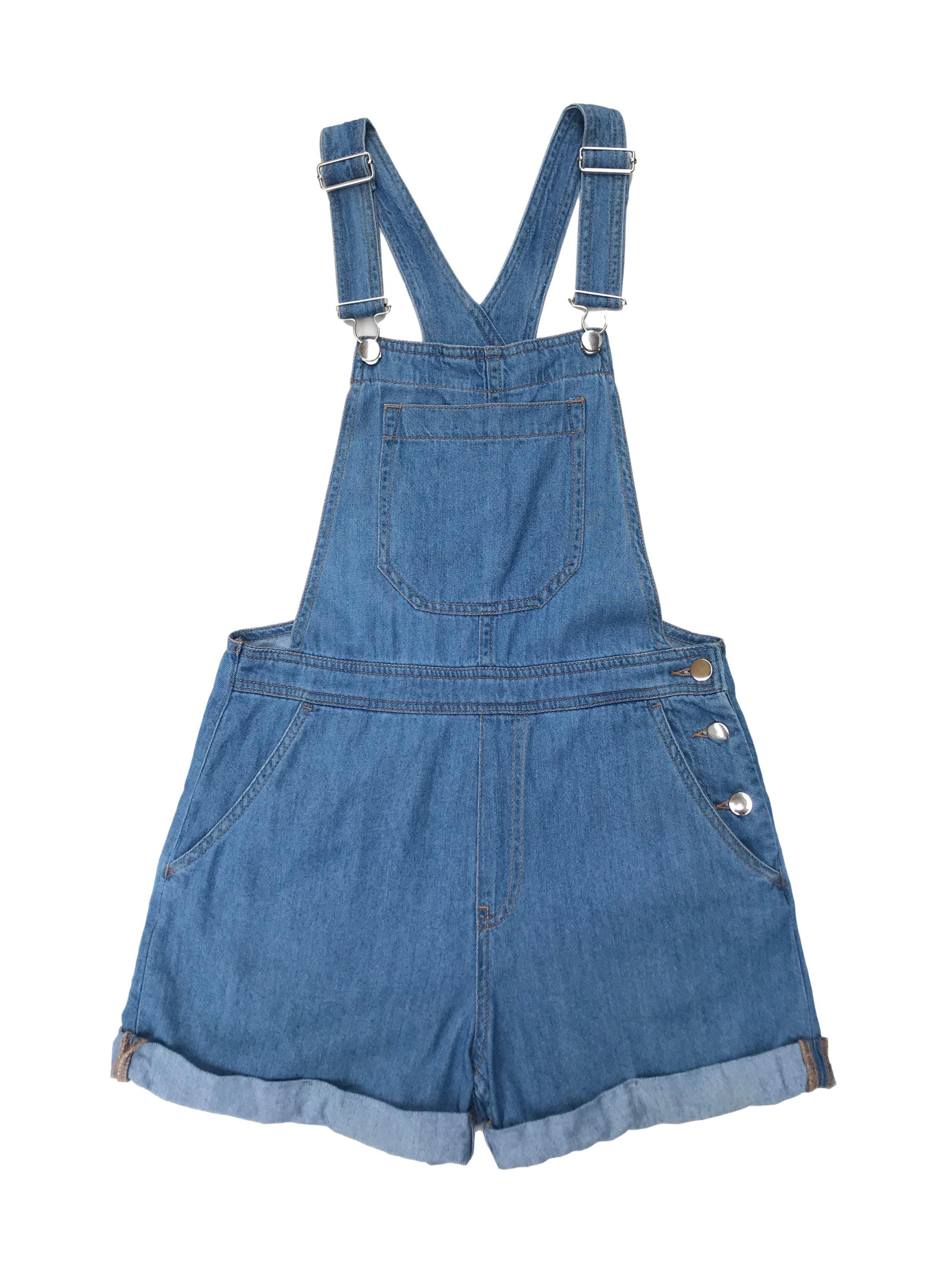 Enterizo short H&M de jean claro, bolsillos laterales y traseros, botones a un lado y dobladillo en bastales. Largo 80 cm.